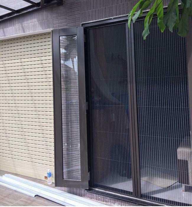 lưới chống muỗi cho cửa đi